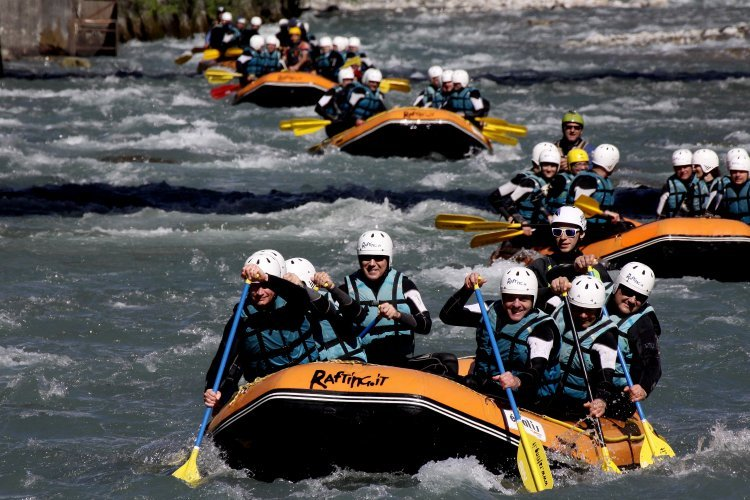 Team building rafting